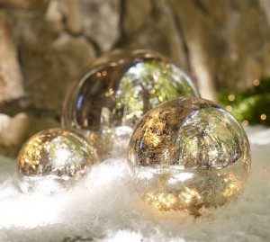 How to pack glass ornaments